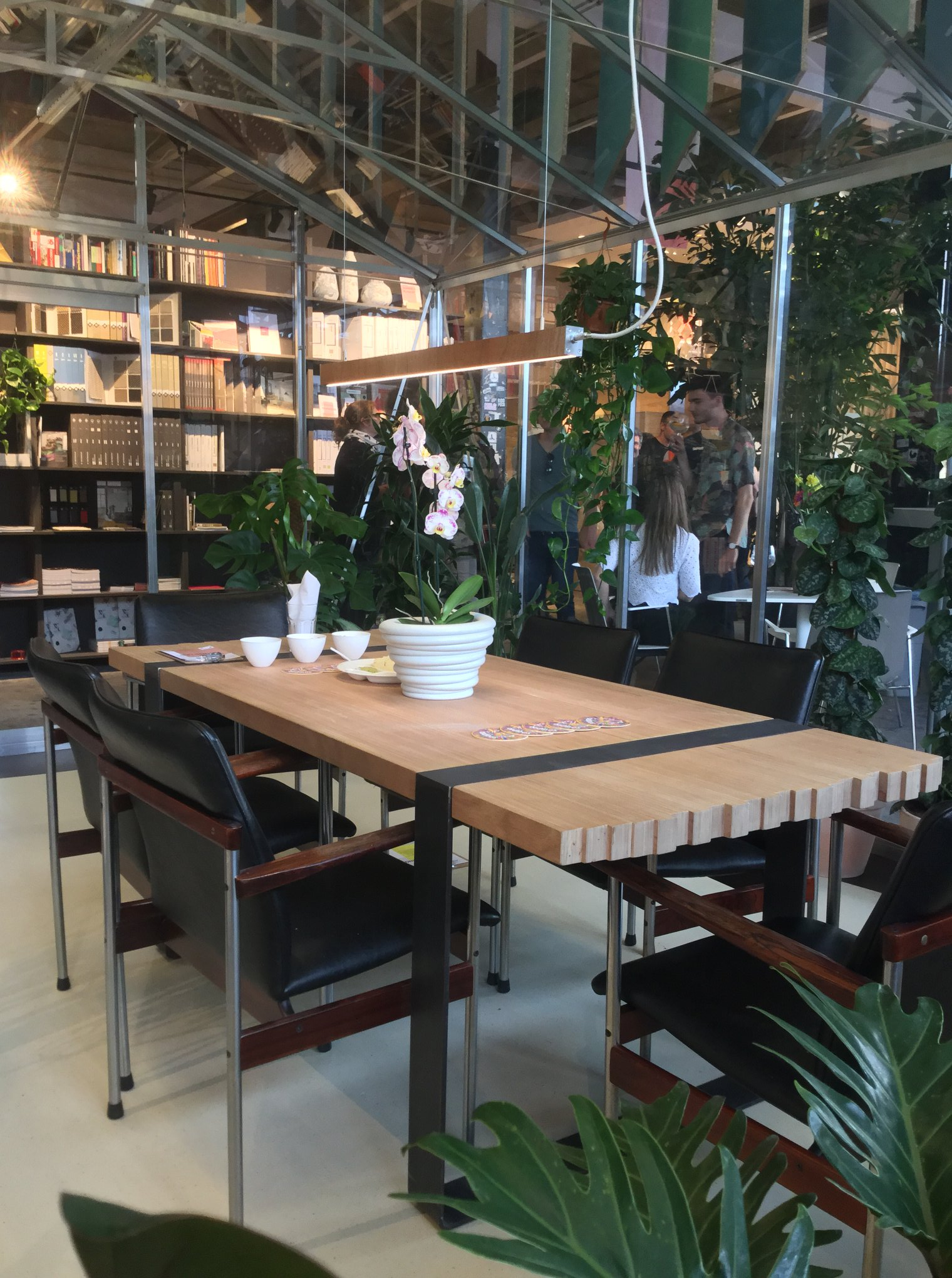 Recovery table and lamp at Broeinest Amsterdam